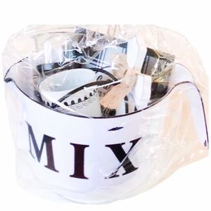 HP Enamel Look Plastic Mix Bowl with Gifts.